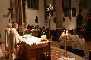Dr. Reinhard Demetz zelebriert den Gottesdienst zu Mariä Lichtmess
