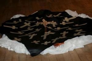 Bodenbild mit Kreuzen
