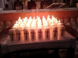Von den kfb-Frauen gestaltete Kerzen